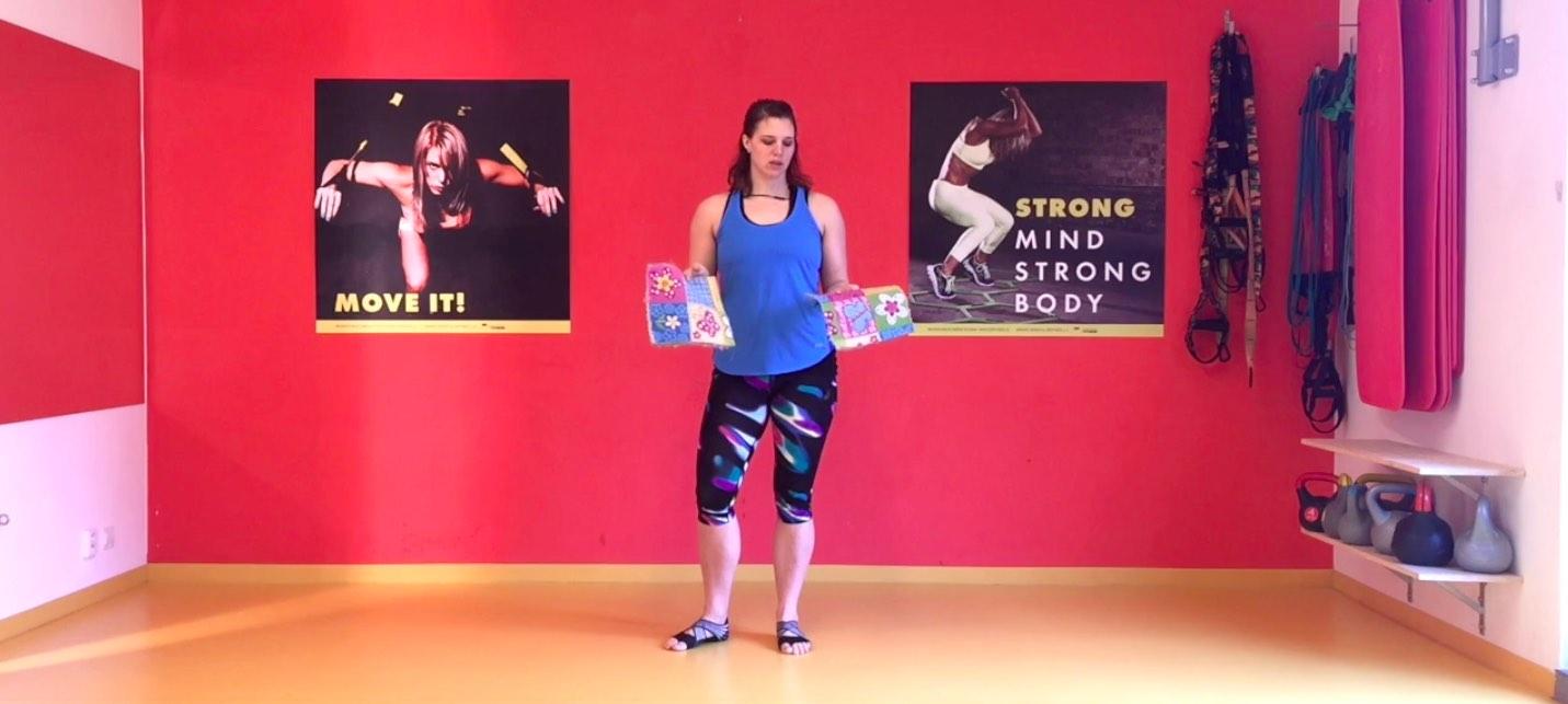 Cardio na nohy a střed těla – cvičení s koberečky